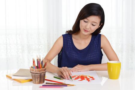 Woman drawing on paper 版權商用圖片