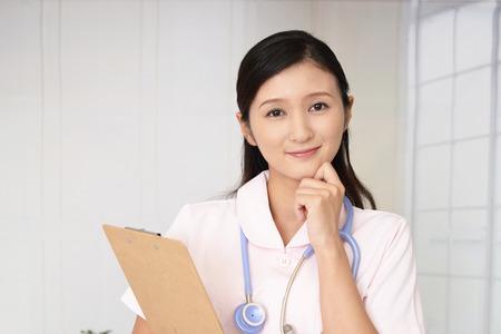 웃는 여성 간호사