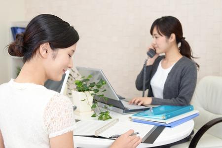 通信: Working Asian business women
