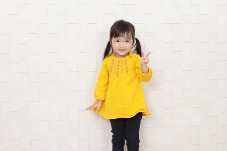 행복한 작은 아시아 소녀 미소 스톡 콘텐츠