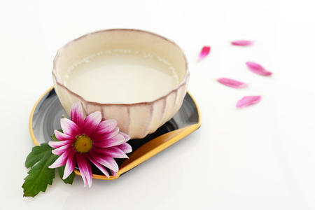 Amazake. Het is een zoete drank gemaakt van gefermenteerde rijst. Stockfoto