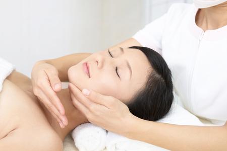 Woman getting a facial massage Banco de Imagens