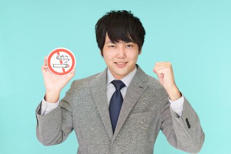 Man holds non smoking sign 版權商用圖片