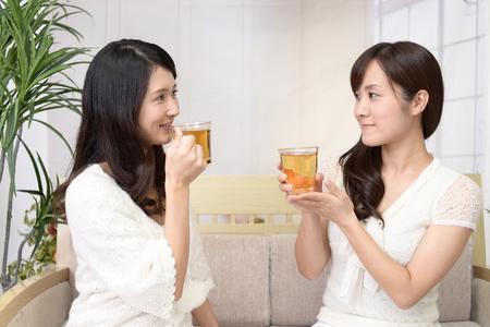 Mujeres bebiendo té
