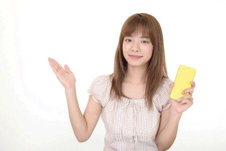 Woman holding a smart phone Standard-Bild