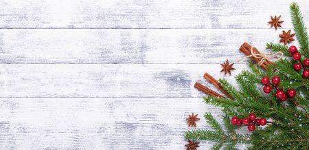 Christmas background with fir tree and red gifts on wooden table. Horizontal banner. Top view Copy space - Image Zdjęcie Seryjne