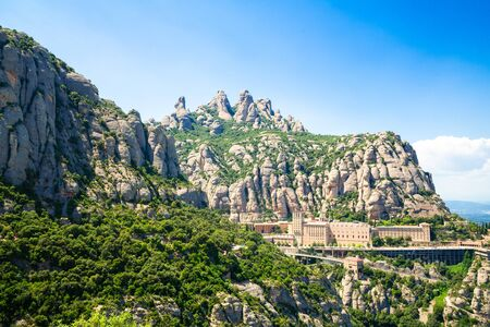 View of Montserrat Monastery on the mountain of Montserrat, Catalonia, Barcelona, Spain Sunny day, blue sky. Beautiful landscape 版權商用圖片 - 138532048