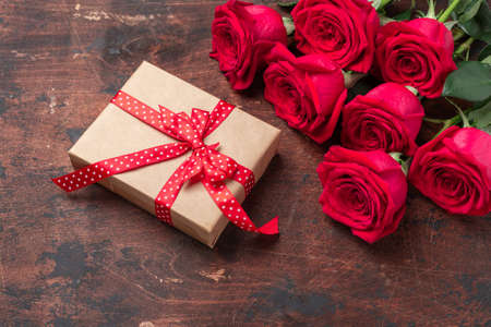 Red roses, gift box and decorative hearts on wooden background. Valentine's day concept - Image 版權商用圖片