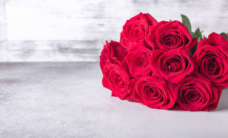 Horizontal banner with bouquet of red roses on stone background. Valentines day greeting card - Image 版權商用圖片