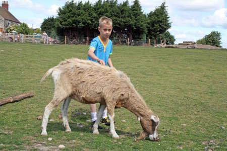 мальчик с козой