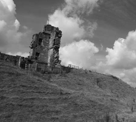 tut castle derbyshire uk, castle ruins photo