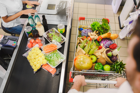 Man buying food products in the supermarket shopping Standard-Bild