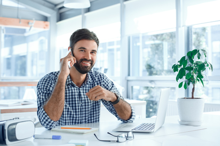 Bussiness man werk in de kantoorcarrière