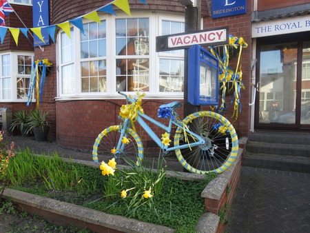 decorated bike: Tour De Yorkshire Celebrations 2015 BRIDLINGTON, EAST YORKSHIRE, ENGLAND APRIL 18 2015 Properties in Bridlington decorated with bikes and bunting in preparation for the Tour De Yorkshire bike race which starts in Bridlington in April 2015 Editorial