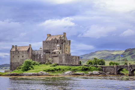 Eilean Donan Castle, dating from the 13th century, was destroyed during the Jacobite rebellions in the early 18th century, and rebuilt between 1919 and 1932. Editöryel