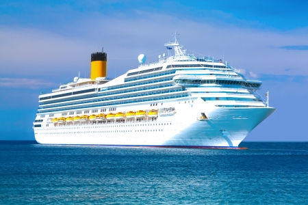 Cruise ship Stock Photo - 11280343