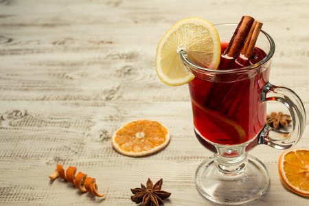 mulled wine spice: Mulled wine on a white wooden background
