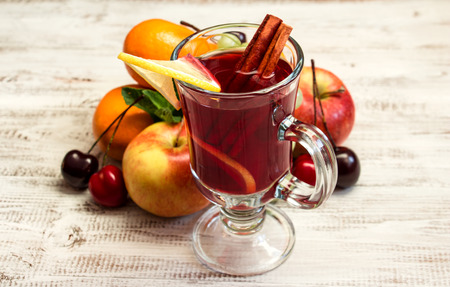 mulled wine spice: Juicy fruit on a white wooden background