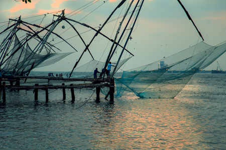 Fishermen are throwing Chinese nets, Fort Kochi, Kerala state, South India - 28032017.