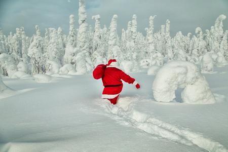 Authentic Santa Claus in Lapland. Magnificent snow-covered landscape. Stock fotó - 122820881