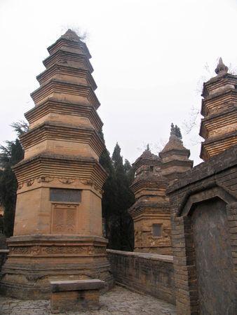 nineteen: Tempio di Shaolin, Cina rinomati templi buddisti, la citt� natale di Shaolin Kung Fu, il migliore del mondo tempio, situato in Dengfeng City, � il nucleo principale di Songshan Scenic Area uno di diciannove anni � stato costruito nel 495 dC.