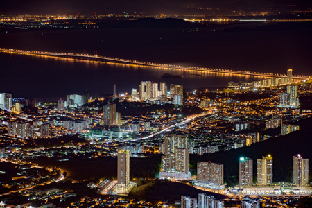 A night view of towns and buildings at subrban State Capital of Georgetown, Penang Stok Fotoğraf