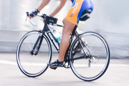 サイクリストと彼の自転車