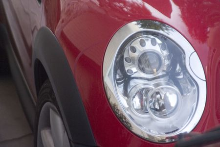 headlamp: headlamp of a red cooper