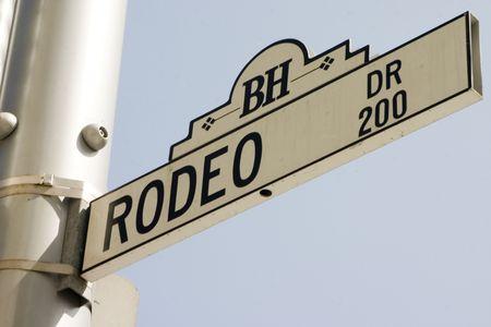 ロデオ ドライブの道路標識