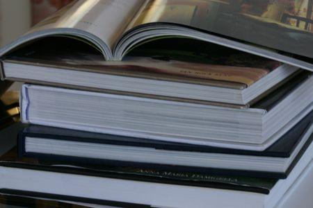 コーヒー テーブルの本のスタック