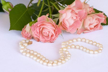 freshwater pearl: roses and pearl necklace