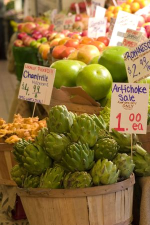 pike place market: Artichokes and pamelos for sale Stock Photo