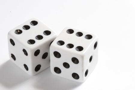 2 つのカジノ サイコロ
