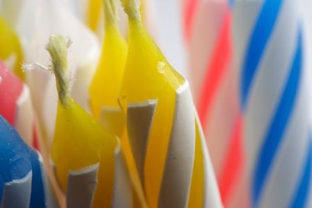 kleurrijke birthday kaarsen