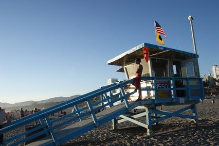 lifeguard tower: Lifeguard tower on Santa Monica beach late morning