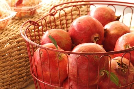 sunday market: El domingo mercado granadas dulces  Foto de archivo