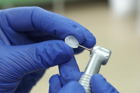 Dentist mold porcelain laminate tooth