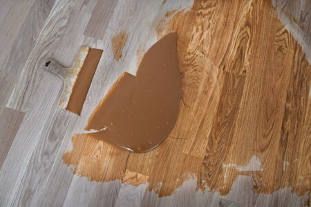 Preparation of parquet grout material. Mixing retainer, varnish and a small mixture of wood. Pre-varnishing phase