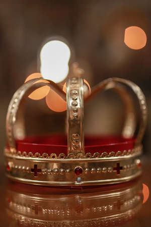 Church attributes for wedding ceremony. Gold crown on the altar. Wedding concept 스톡 콘텐츠