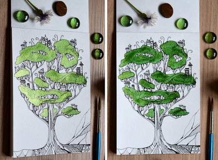 Twee meningen met verschillende verlichting van illustratie van feeboom - stad. Fantasietekening van huizen op takken. Creatief stilleven.