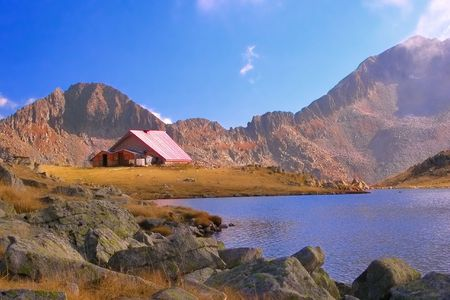 hovel: Mountain refuge next to a glacial lake in national park Pirin, Bulgaria