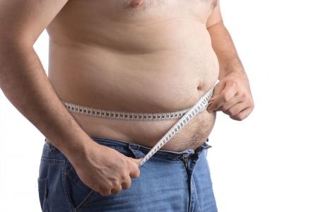 talle: Fat hombre la celebraci�n de una cinta de medici�n contra el fondo blanco  Foto de archivo