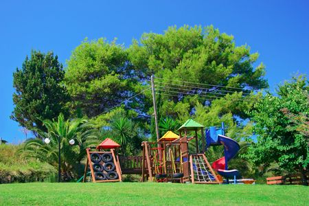 playground children: Parque infantil en un parque de atracciones