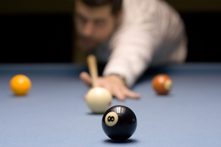 contender: Person playing snooker Stock Photo
