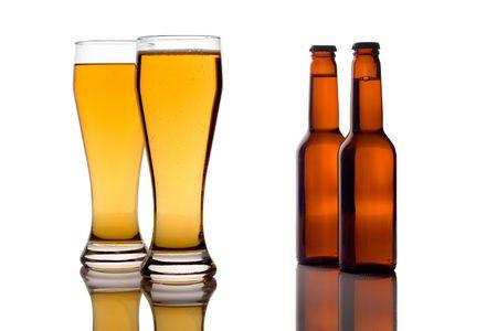 bier glazen: Bierglazen en flessen