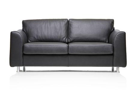 divano: Immagine di un divano moderno di cuoio nero su sfondo bianco  Archivio Fotografico