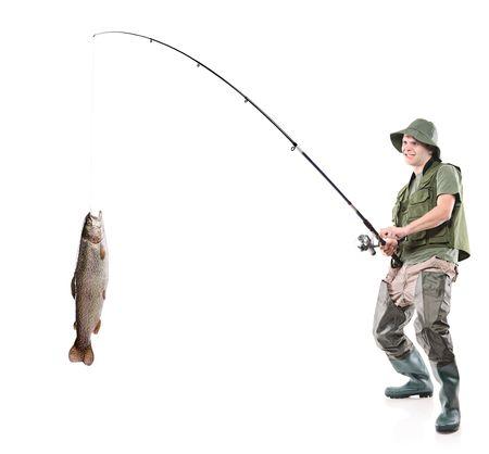 p�cheur: Jeune p�cheur euphoric attraper un poisson isol� sur fond blanc Banque d'images