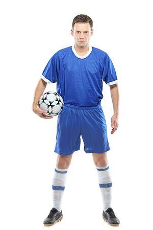 ropa deportiva: Jugador de f�tbol enojado con una pelota aislada sobre fondo blanco Foto de archivo