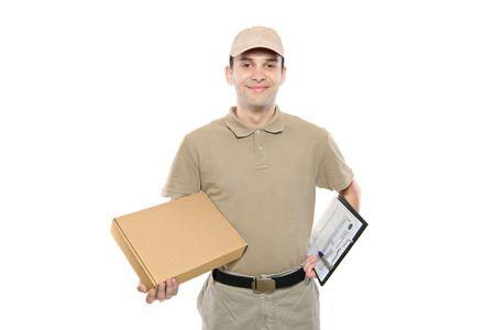 cartero: Un hombre de entrega trayendo un paquete aislado sobre fondo blanco
