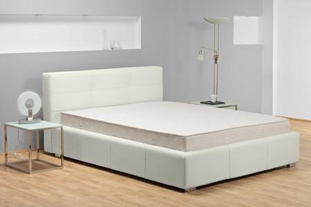 Un coup de studio d'un lit ATTENTION !!! Ceci est studio shot, pas la libération de la propriété requise